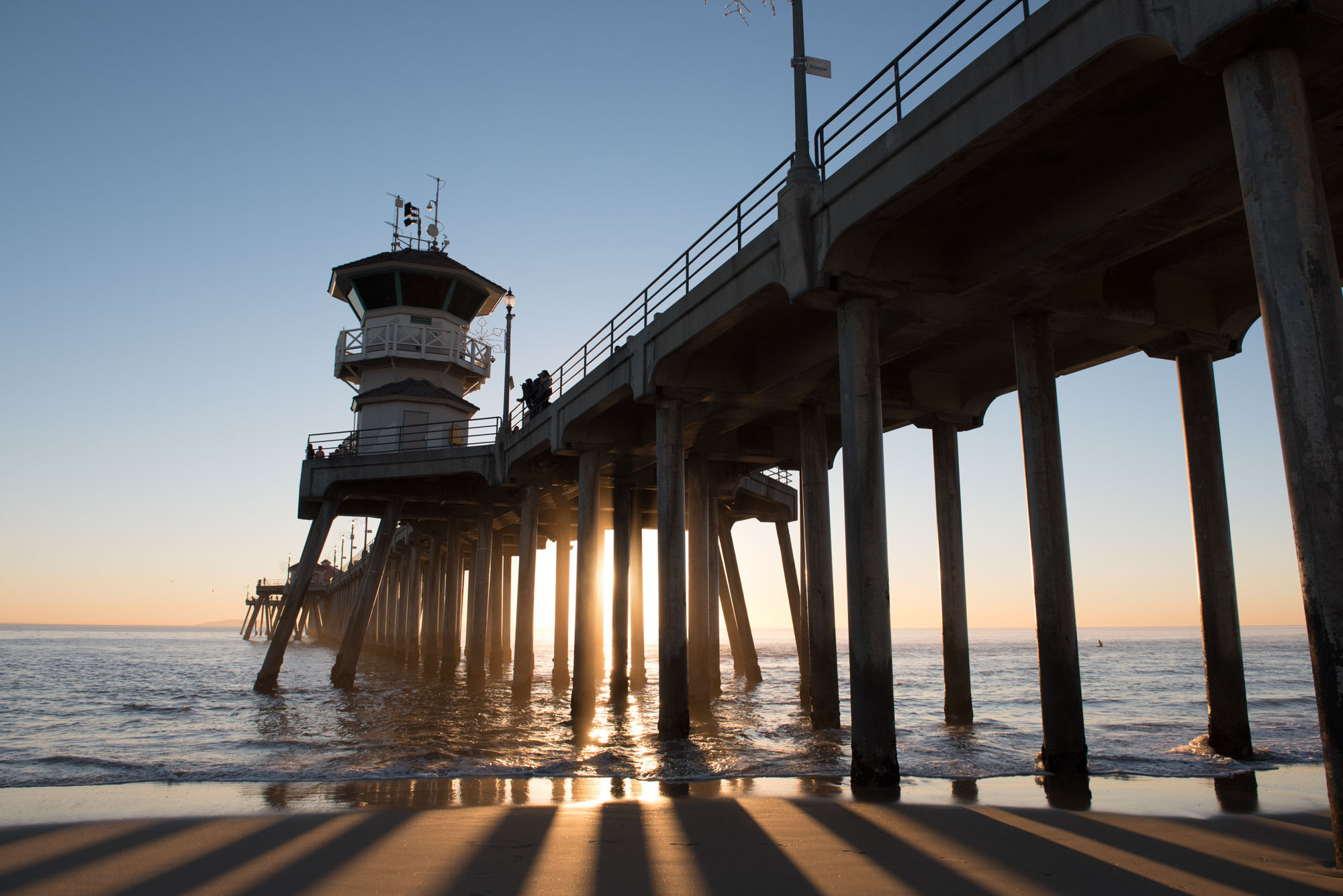 schattenspiel an der huntington pier am venice beach